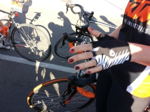 Here's the type of dedication we want to see next year! Nails match the kit which match the bike. Winner.